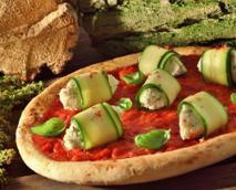 Pizza z cukinią, kozim serem i ziołami