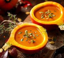 Zupa z dyni hokkaido: przepis na krem dyniowy z pomarańczą i mlekiem kokosowym [WIDEO]