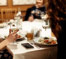 Dobre maniery przy świątecznym stole: jak się zachować, by nie wyjść na gbura