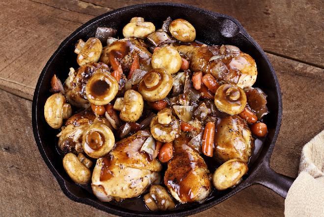 Bezbłędne pałki kurczaka w sosie pieczarkowym z piekarnika