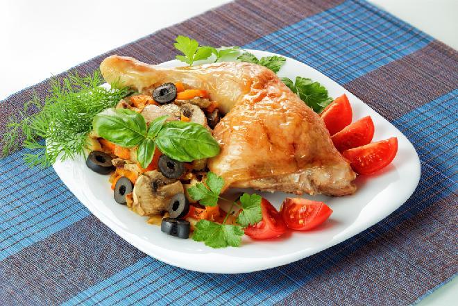 udka kurczaka z oliwkami i sosem pomidorowym przepis na dietetyczny obiad z piekarnika. Black Bedroom Furniture Sets. Home Design Ideas