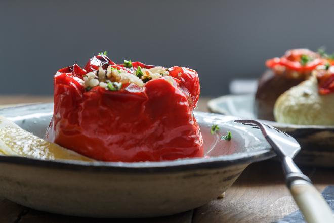 Papryka faszerowana soczewicą: pomysł na obiad wege