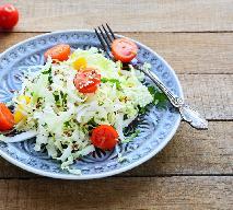 Sałatka z kapusty pekińskiej, pomidorów i jajek