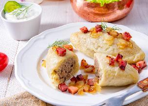 Kartacze z mięsem: ziemniaczane kluski litewskie faszerowane mięsnym nadzieniem