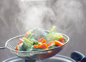 Gotowanie na parze bez parowaru - czym zastąpić parowar?