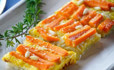 Aromatyczna, wytrawna tarta marchewkowa z porami