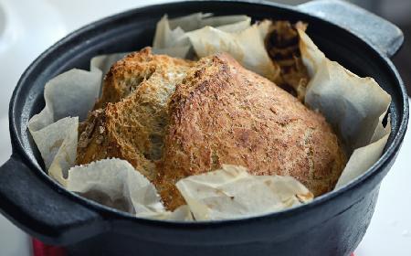 Domowy chleb bez zagniatania: tylko 4 składniki!