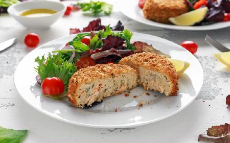 Oszczędne kotlety z łososia i tłuczonych ziemniaków: łatwy przepis na pyszny obiad