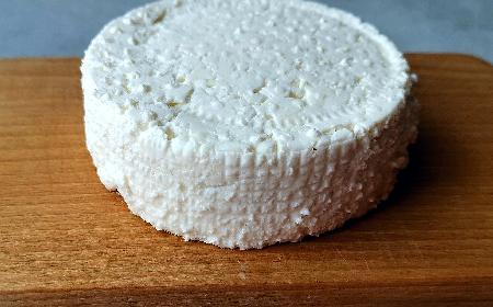 Twaróg domowy: przepis krok po kroku jak ukwasić mleko i zrobić twaróg [GALERIA ZDJĘĆ]