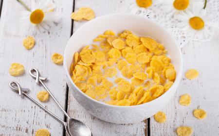Jak powstały płatki kukurydziane? Historia cornflakesów
