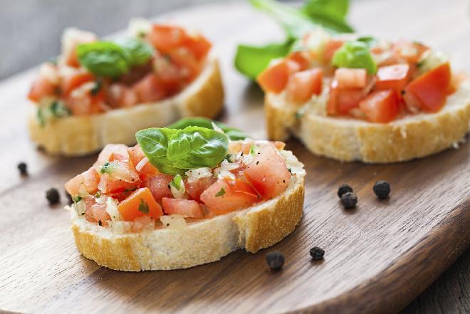 Bruschetta z agrestem i pomidorami - pomysł na lunch