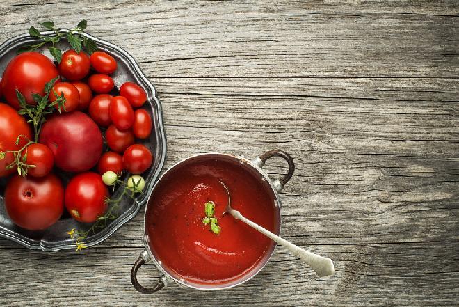 Domowe pomidory pelati - przepis na pomidory we własnym soku