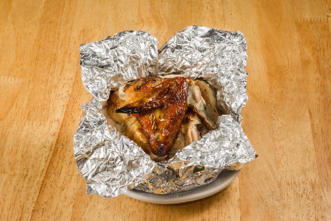 Skrzydełka kurczaka pieczone z kurkami w popiele