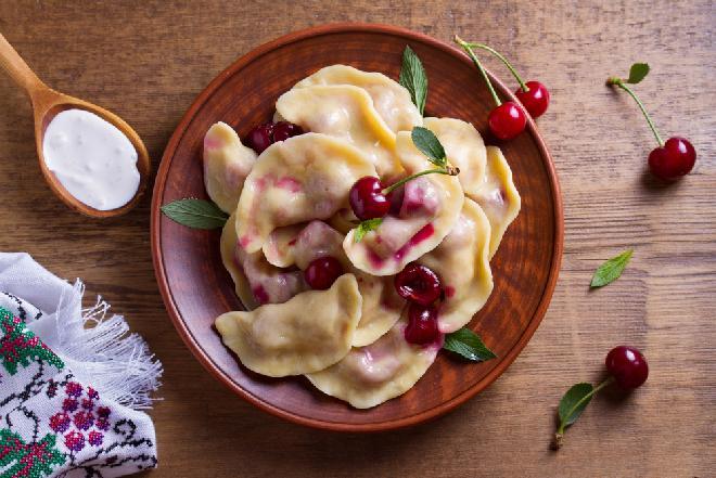 Pierogi z wiśniami - przepis na fantastyczne owocowe pierożki